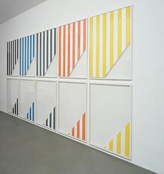 <b>Daniel Buren</b><br> Five Out of Eleven, 1989<br> Lithographie auf Karton, 27/55<br> signiert, datiert und nummeriert mit Zertifikat<br> 10-teilig je 120 x 101,25 cm<br> 243,75 x 521,25 cm