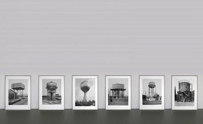 <b>Bernd und Hilla Becher</b><br> Sechs Wassertürme, 1976<br> Offsetlithographie auf Karton<br> Edition 385 signiert verso<br> 52 x 40 cm
